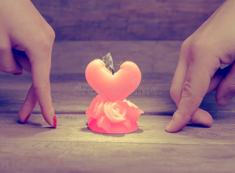 Свеча сломленной влюбленности стоковое изображение