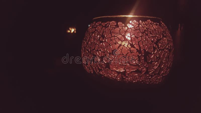 свеча lite в темноте стоковые изображения rf