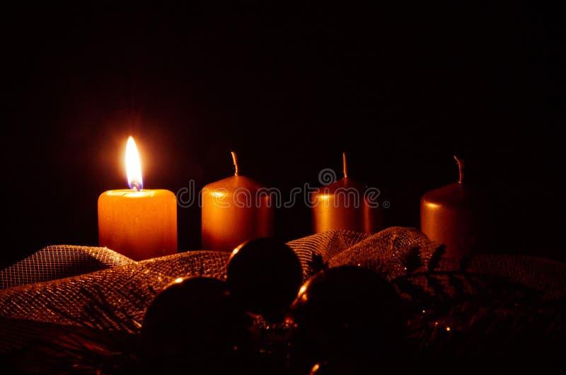 Свечи венка пришествия стоковое изображение
