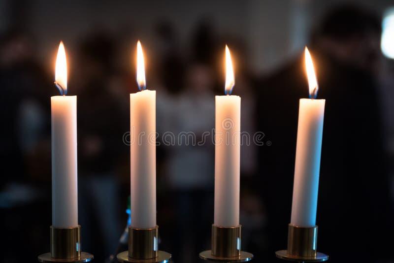 4 свечи в темном месте стоковые изображения rf