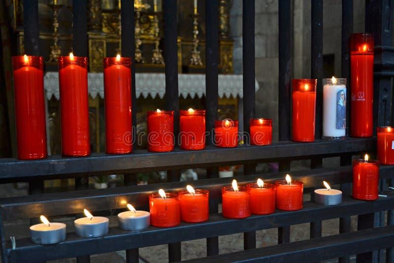 Свечи молитве церков стоковое изображение