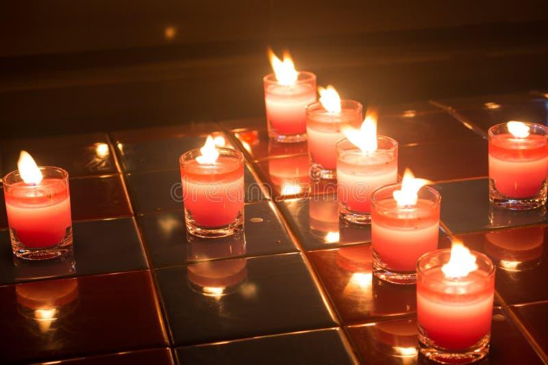 Свечи на весь день душ на ноче стоковое изображение rf
