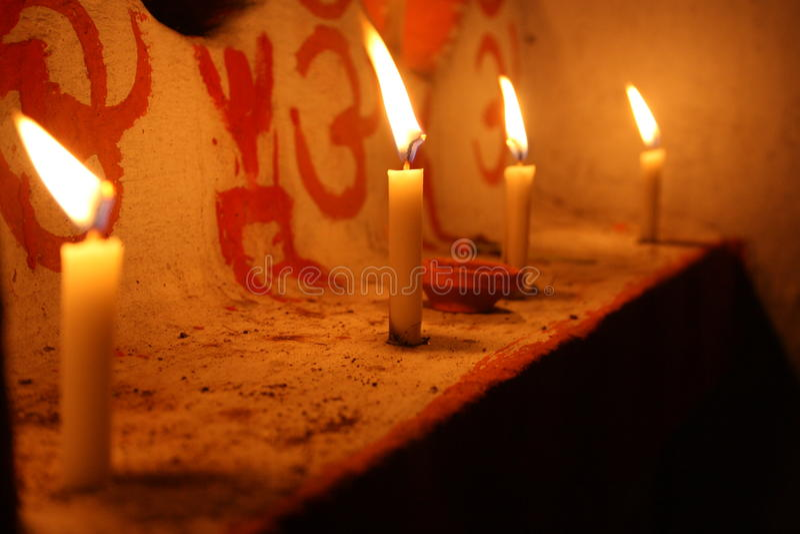Свечи света стоковые фотографии rf