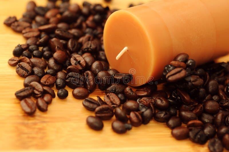 Свечка Aromatherapy с запахом кофе стоковое фото