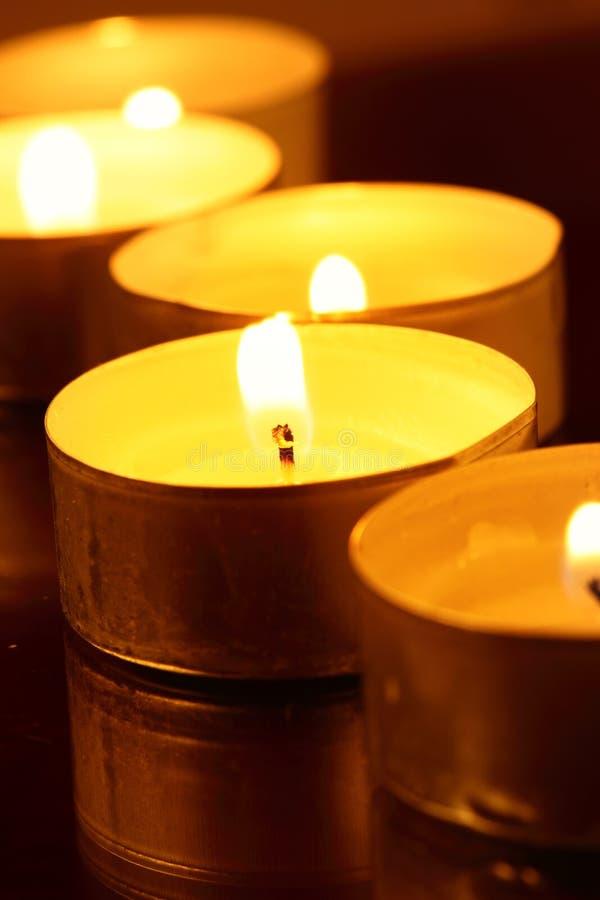 свечки греют стоковая фотография rf