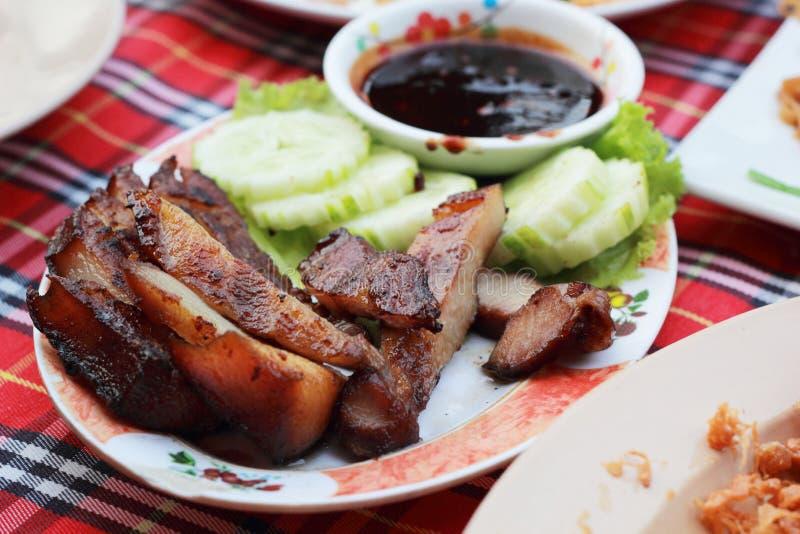 Download Свинина жаркого с соусом на плите. Стоковое Фото - изображение насчитывающей мясо, традиционно: 37926264