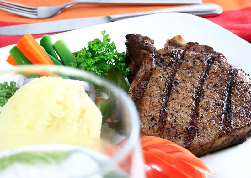 Download свинина зажженный chop стоковое фото. изображение насчитывающей мясо - 6867308