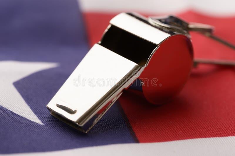 Свисток на американском флаге стоковые изображения rf