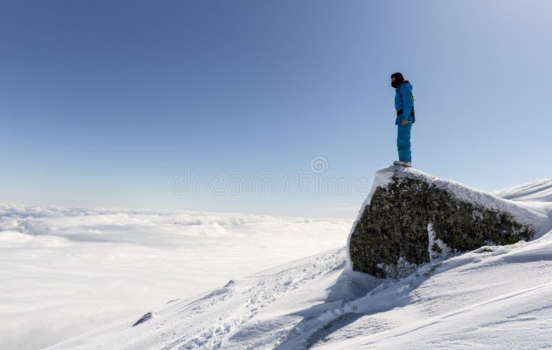 Свободный всадник на верхней части горы стоковые изображения