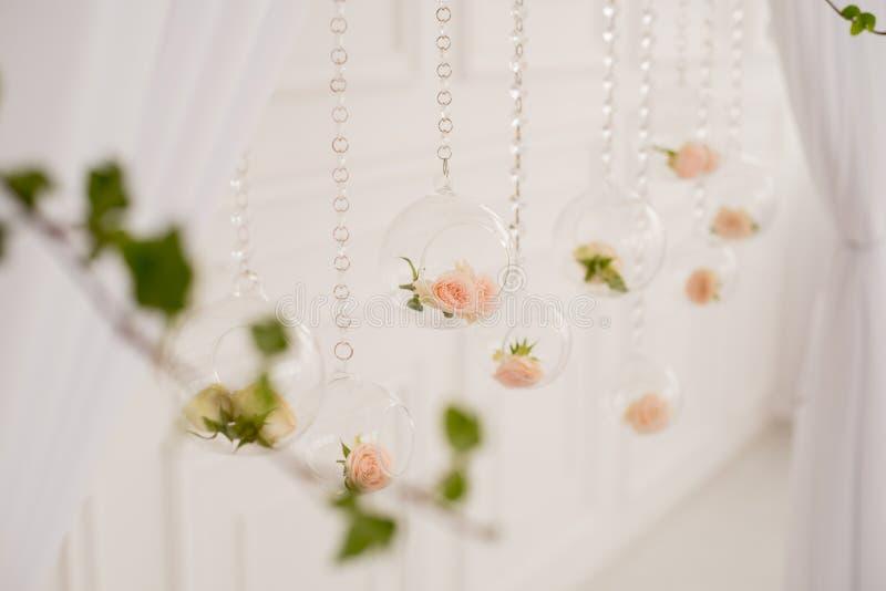 Свод венчания с цветками стоковое фото rf