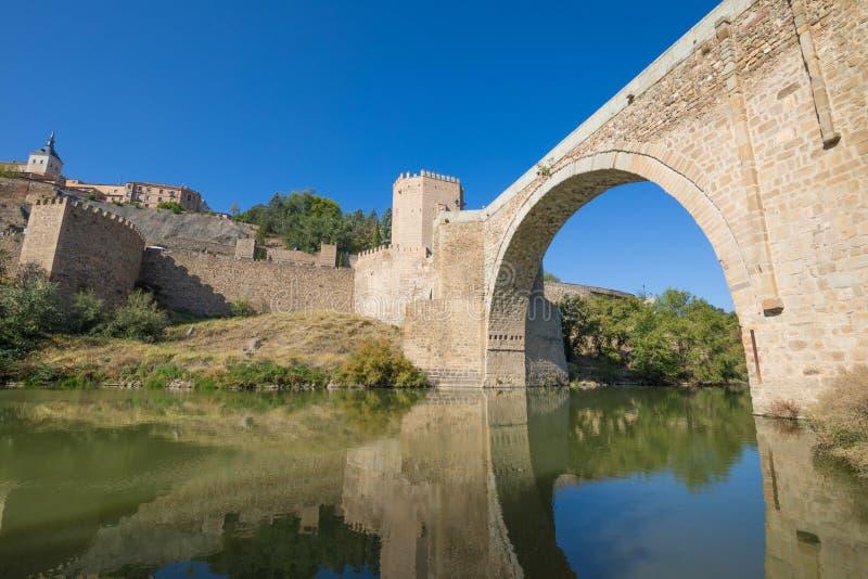 Свод моста Alcantara в реке Тахо стоковые фотографии rf