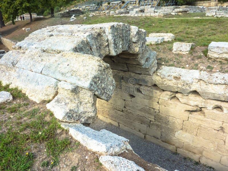 Свод на входе к стадиону, Олимпии - губит города древнегреческого Олимпии, Пелопоннеса, Греции стоковое фото rf