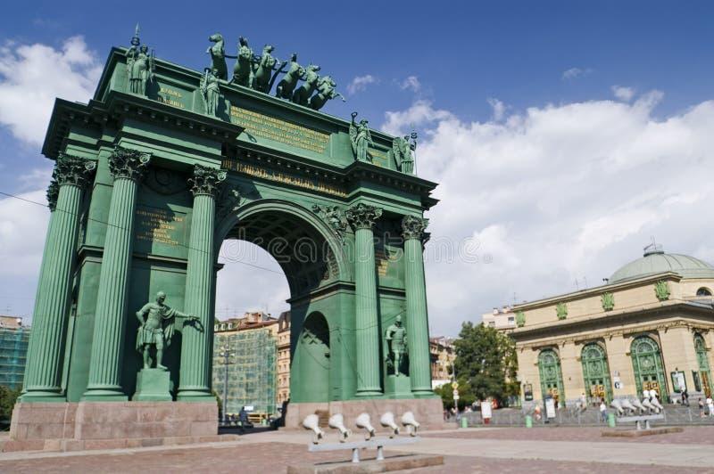 Download свод triumphal стоковое изображение. изображение насчитывающей европа - 6851909