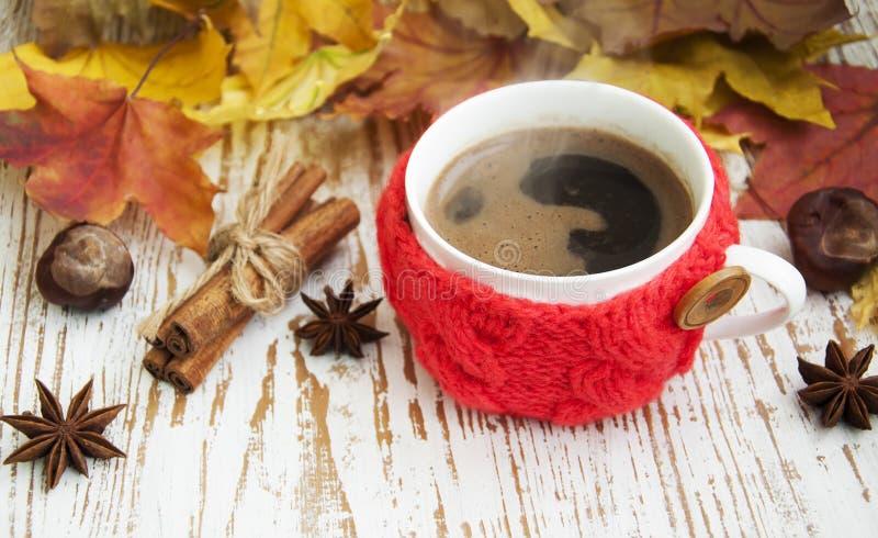 Связанная чашка кофе стоковая фотография rf