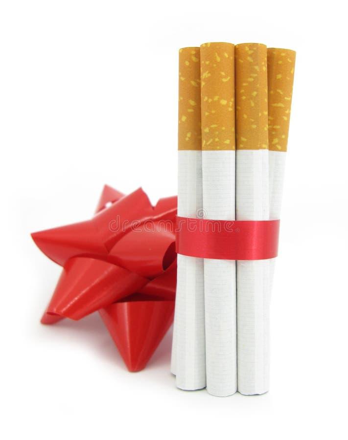 связанные сигареты стоковое фото