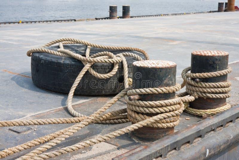связанный понтон гавани пала стоковые изображения