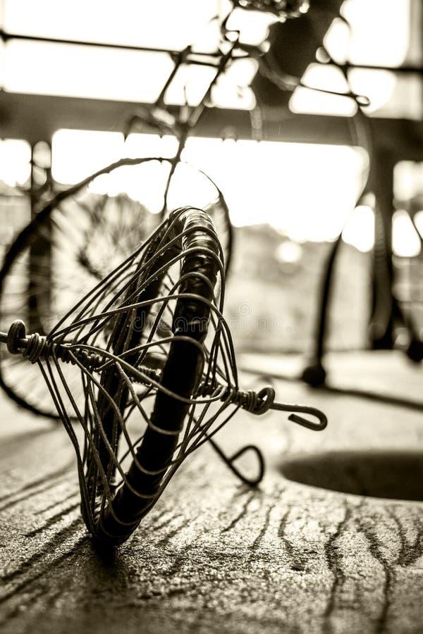 связанный проволокой велосипед стоковое фото rf