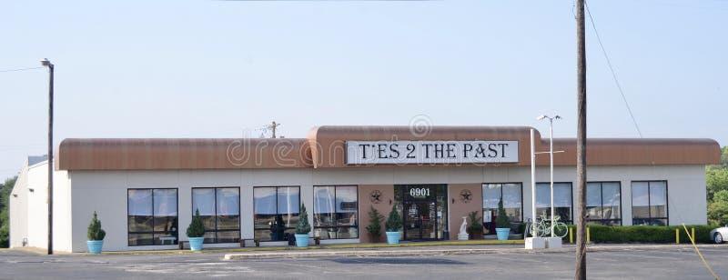 Связи к прошлому античному сувенирному магазину Collectibles, Fort Worth, Техасу стоковая фотография rf
