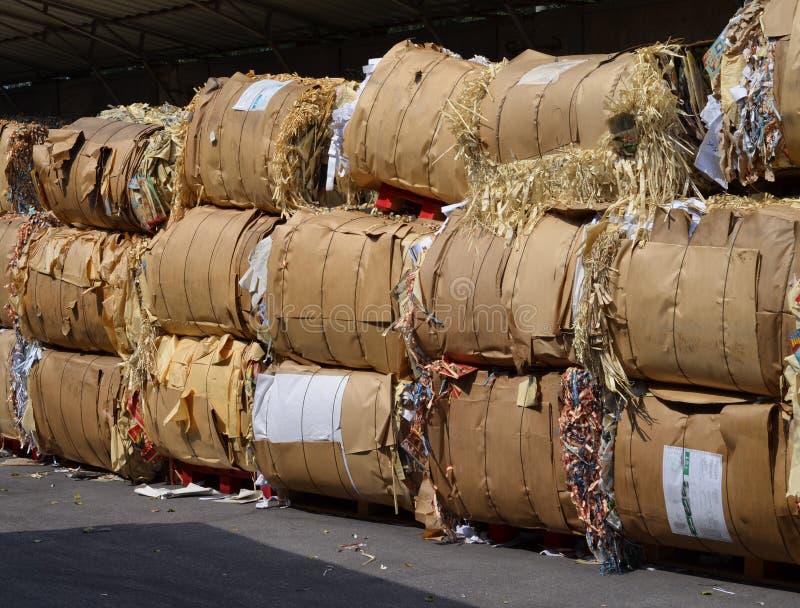 Связки с отходом бумаги фабрики печатания стоковое фото rf