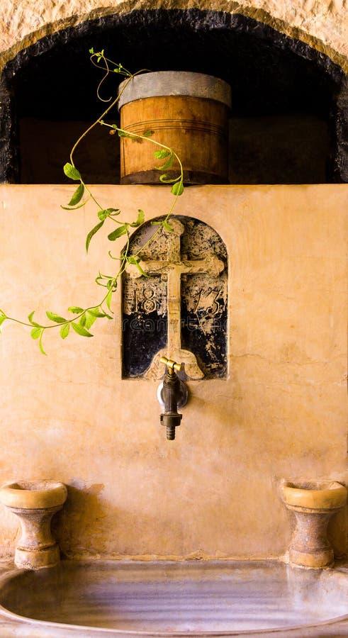 Святая весна, греческий правоверный монастырь St. George в вадях Qelt стоковая фотография rf