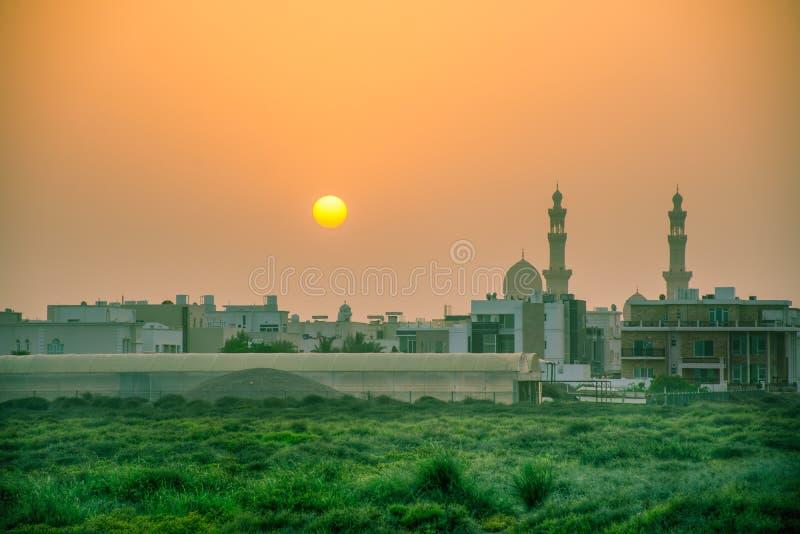 Святая мечеть с заходом солнца в вечере стоковые фотографии rf