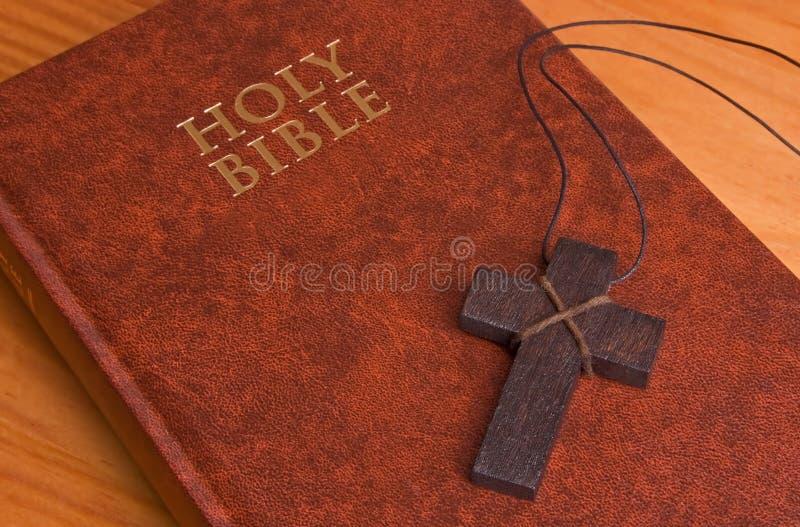 святейшее библии закрытое перекрестное Стоковое Фото