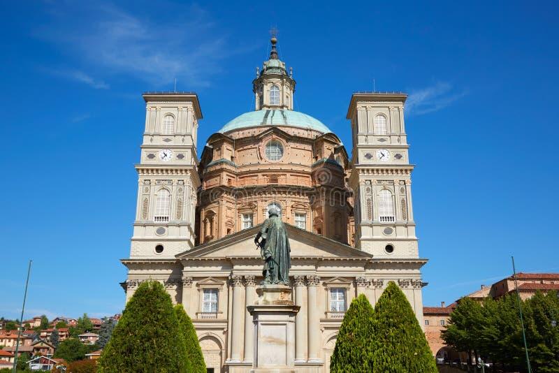 Святилище церков и деревьев Vicoforte в солнечном летнем дне в Пьемонте, Италии стоковые изображения rf