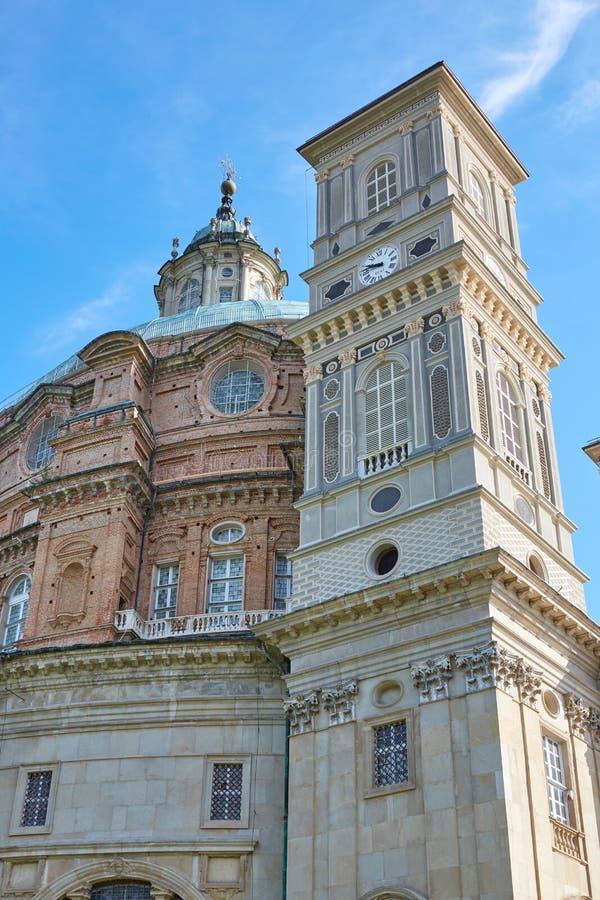 Святилище церков и колокольни Vicoforte в солнечном дне в Пьемонте, Италии стоковые фото