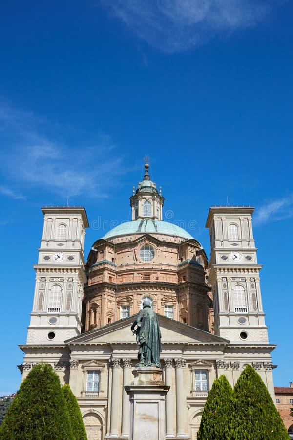 Святилище церков Vicoforte с деревьями и статуи в солнечном летнем дне в Пьемонте, Италии стоковая фотография rf