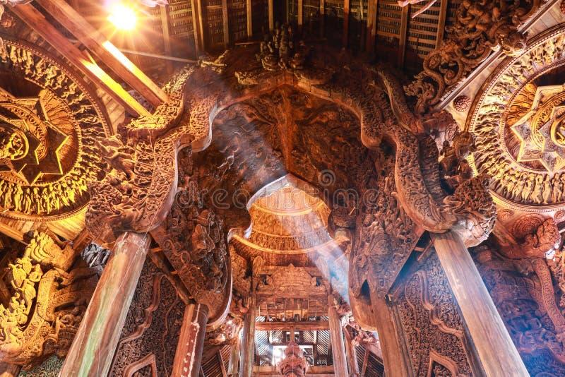 Святилище правды в Pattaya стоковые изображения