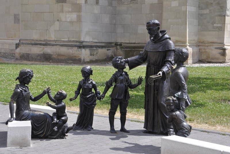 Святой Антонио с статуями детей от Alba двора крепости Каролины в Румынии стоковое изображение rf