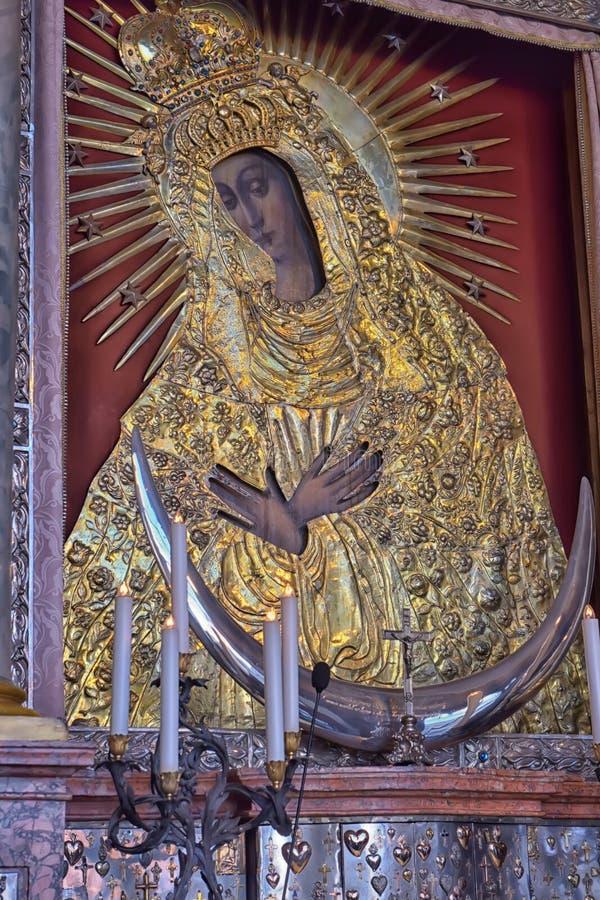 Святой значок матери бога Ostrobramska в Вильнюсе, Литве стоковое изображение rf