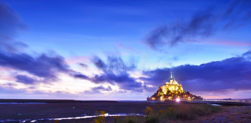Святой Мишель в вечере, Нормандия Mont, Франция стоковая фотография rf