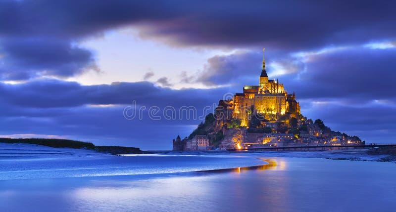 Святой Мишель в вечере, Нормандия Mont, Франция стоковое фото