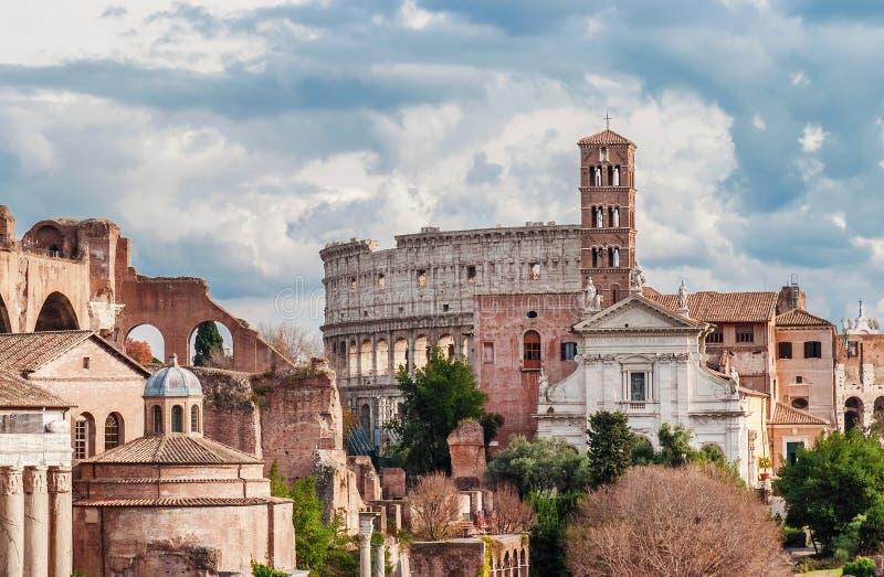 Святой Фрэнсис Рима с Колизеем стоковая фотография rf