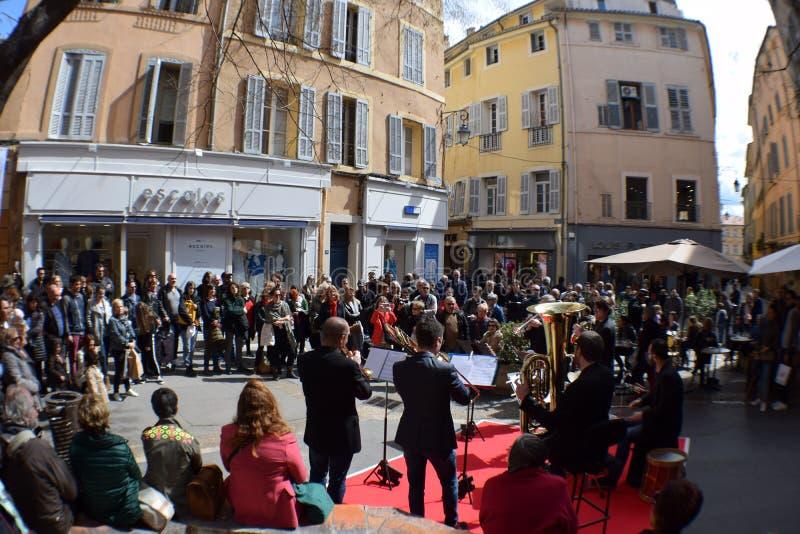 Святой Honore места музыки улицы, AIX-en-Провансаль, Bouches-du-Рона, Франция стоковые изображения rf