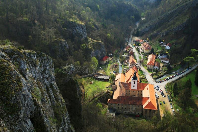 Download святой john скалы вниз стоковое изображение. изображение насчитывающей строя - 40577389