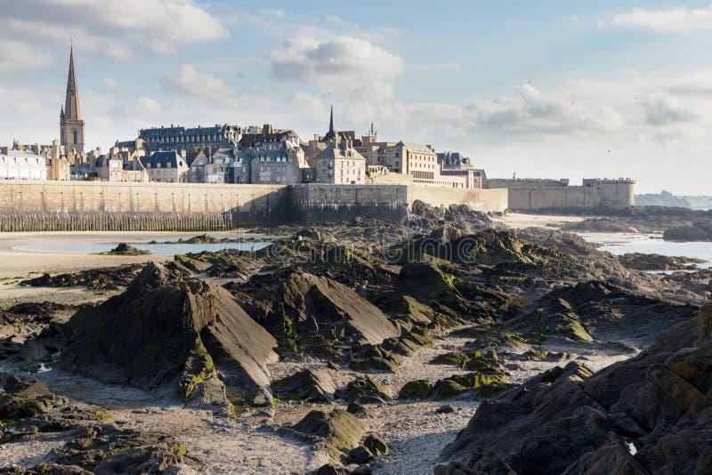 Святой-Malo от дна моря стоковые изображения