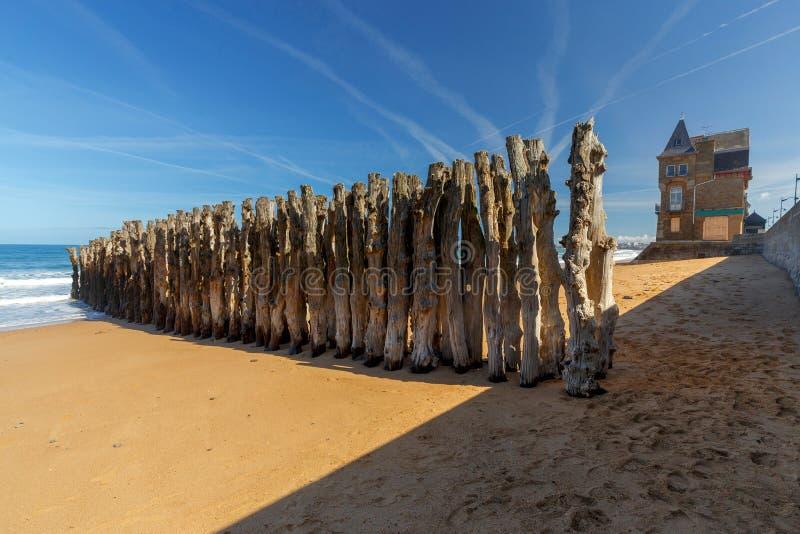 Святой-Malo прилив пляжа низкий песочный стоковые фото