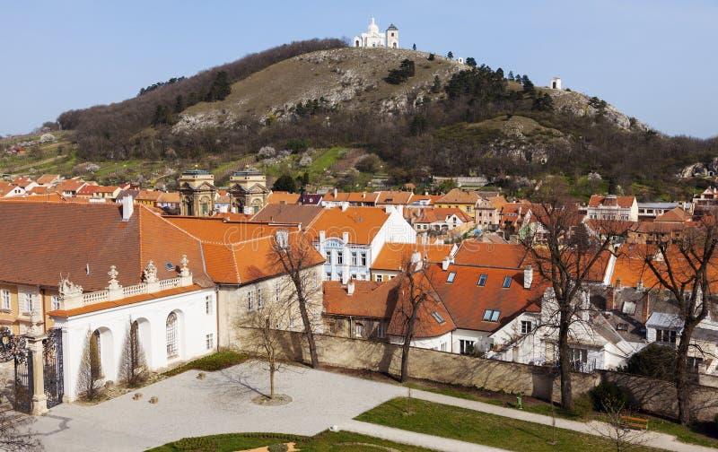 Святые холм и крыши Mikulov стоковые изображения