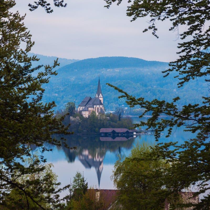 Святые Primus и церковь Felician в стоимости Марии стоковые фотографии rf