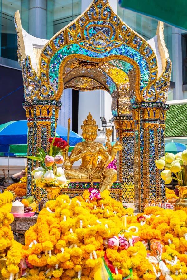 Святыня Thao Maha Brahma или Erawan важная и популярные места или ориентир в Бангкоке стоковые изображения rf