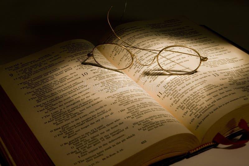 Священное писание чтения стоковые изображения rf