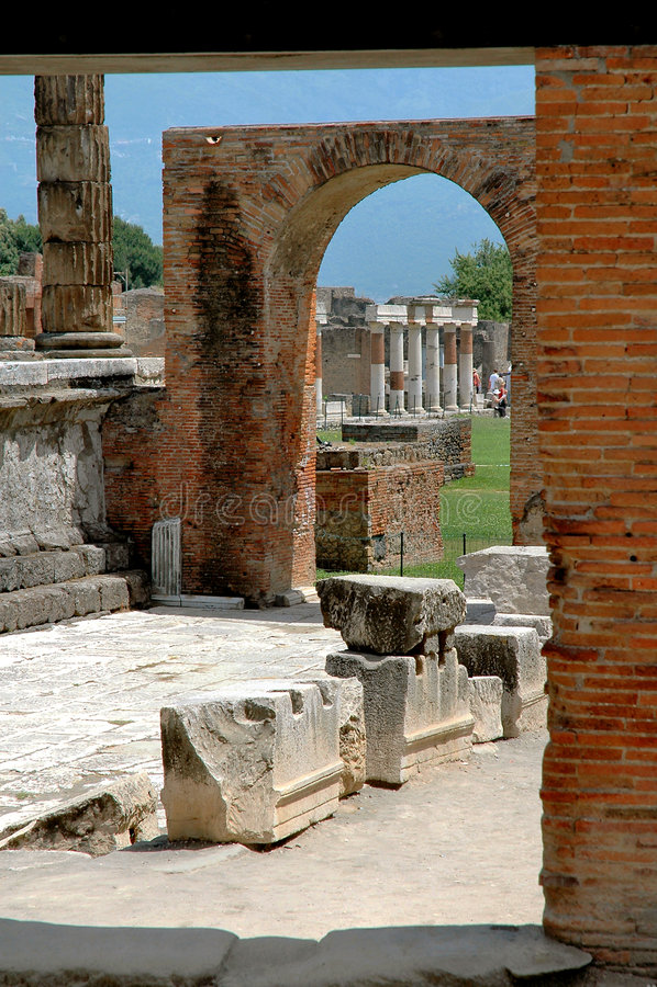сгабривает колонки Италию pompeii стоковая фотография