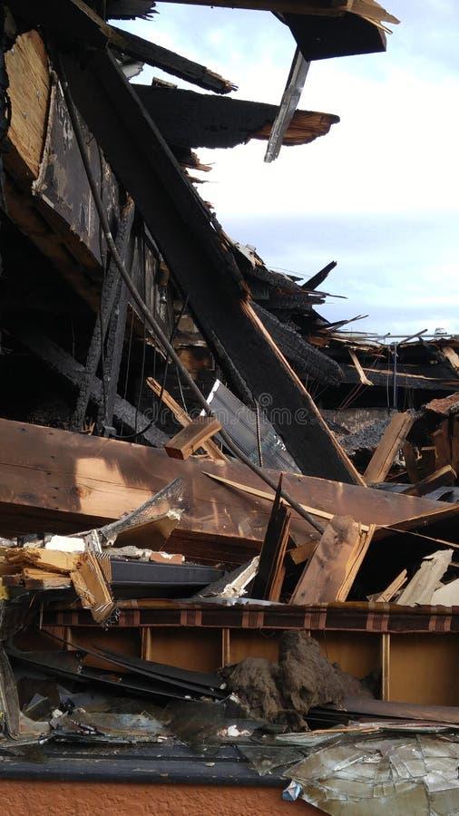 сгорели здание, котор стоковое изображение rf