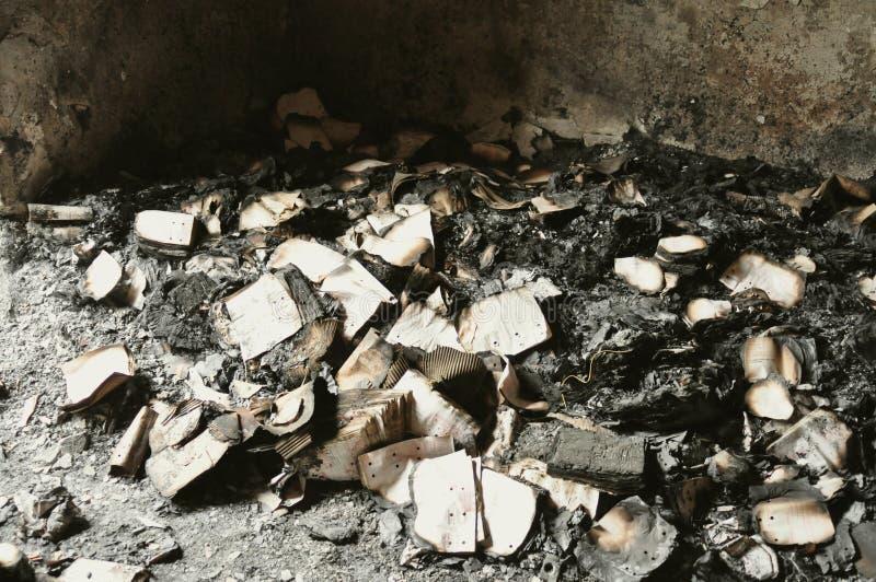 Сгорели дом после пожара стоковое фото rf
