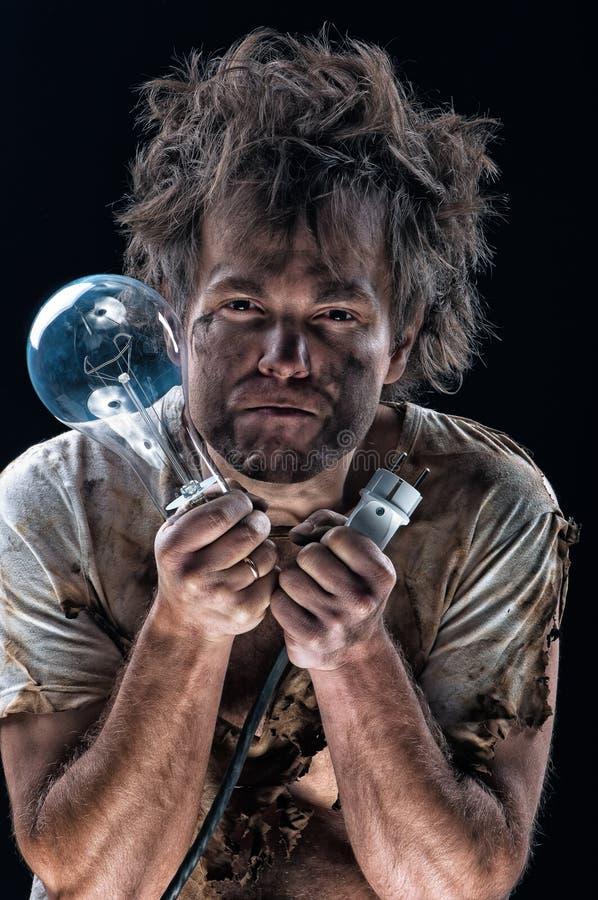 Сгорели человек с электрической лампочкой стоковое фото rf
