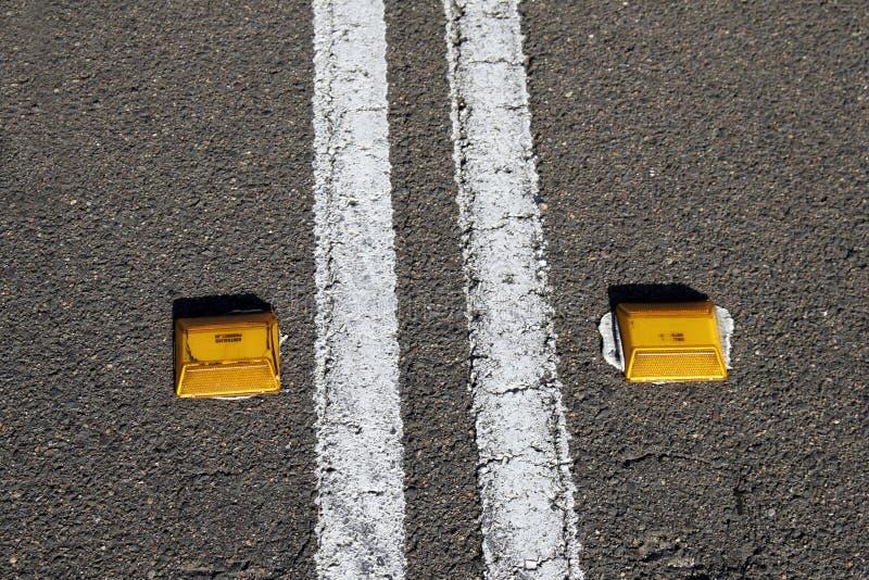 сдвоенные линия дорога стоковое фото rf