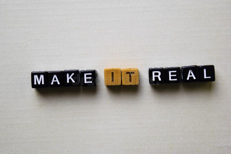 Сделайте его реальный на деревянных блоках Концепция дела и воодушевленности стоковые изображения