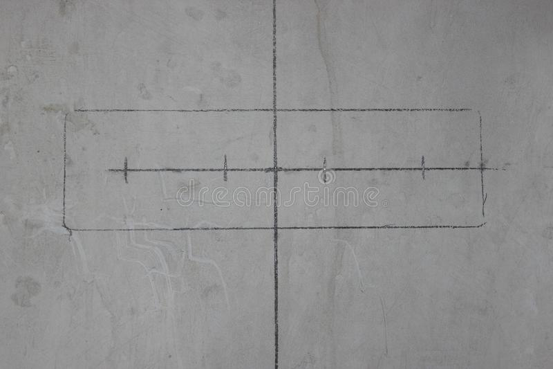 Сделайте плиты стены для переключателей и штепсельные розетки в бетонной стене ремонт в квартире или доме Строительство повторная стоковое фото rf